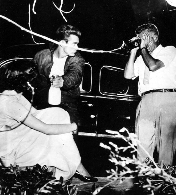 Director Nicholas Ray chooses the best angle to photograph Natalie Wood and James Dean in a scene from Rebel Without a Cause Tags: 1955, director, Directors in Action, James Dean, Natalie Wood, Nicholas Ray, Rebel Without a Cause,