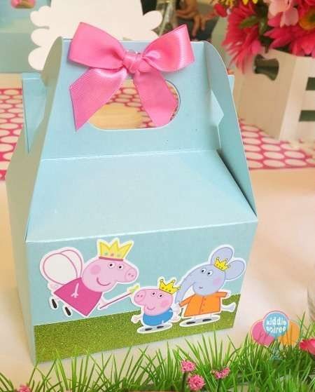 Favor boxes at a Peppa Pig birthday party! See more party ideas at…