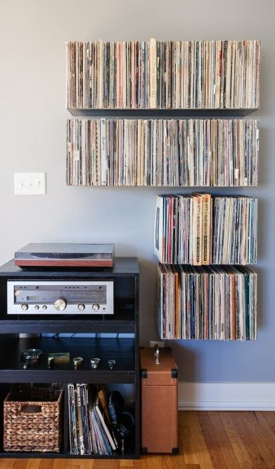 FLOATING VINYL SHELF
