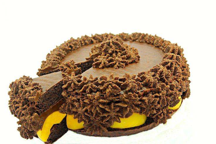 Tort de ciocolata cu piersici Adygio Kitchen Reteta video pas cu pas pentru tort de ciocolata cu persici - Adygio Kitchen. Pentru informatii nutritionale si reteta scrisa vizitati Adygio.com si nu uitati sa va ABONATI la Adygio Kitchen Youtube si aici pe Pinterest. Va multumesc.