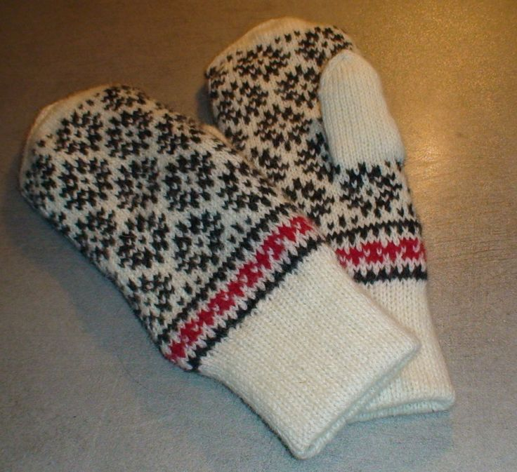 Knitted wool mittens, nordic star Strikken votter