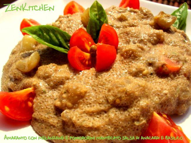 Ingredienti (per 2 persone) 100 g di amaranto 1 melanzana piccola 10-12 pomodorini pachino 1 cucchiaio di capperi dissalati 20 g di anacardi ammollati (per 2 ore) 50 ml di acqua 3 cm di scalogno 1 cucchiaino di succo di limone Olio di mais q.b (circa 30 ml) 3 manciate di basilico fresco 1 cucchiaio di semi di zucca tritati Olio evo Sale qb