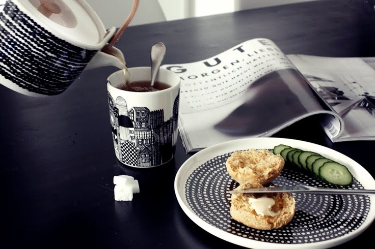 Beautiful Siirtolapuuthra teapot and plate, making every day eating feel special...