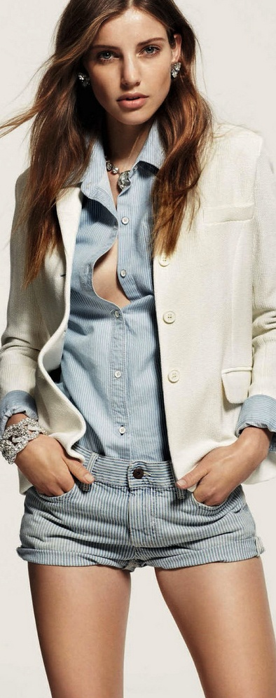 Astrid Baarsma for Gioia, light chambray  denims with white blazer
