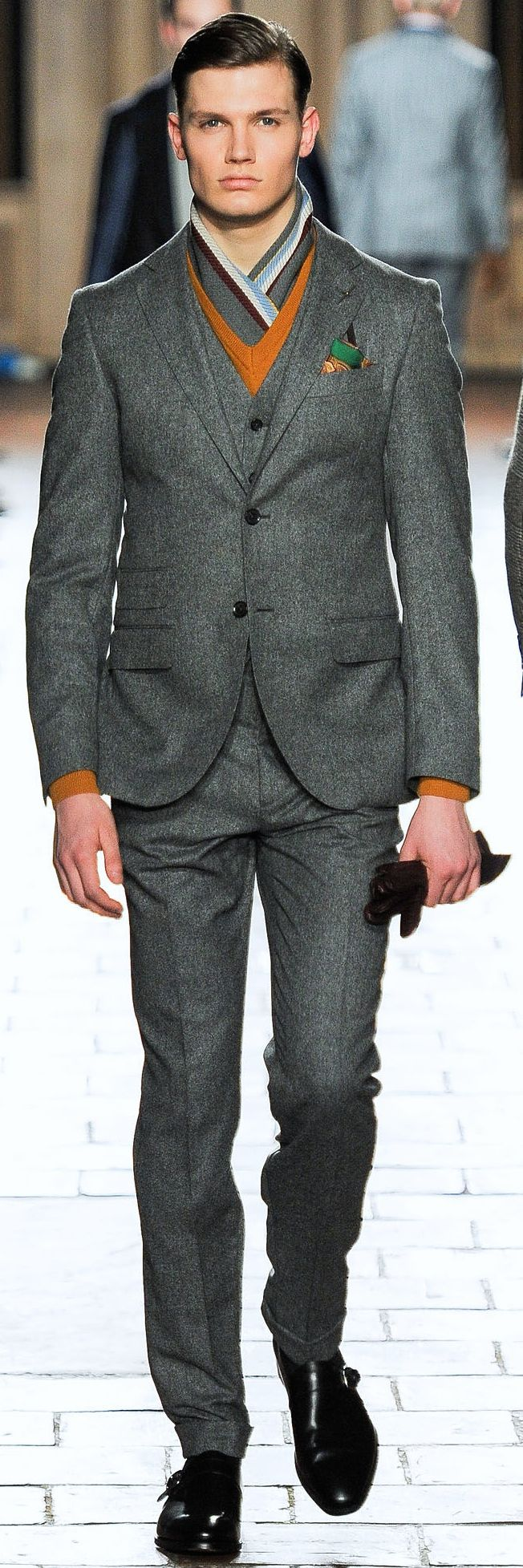 Hackett London | Men's Fashion | Menswear | Modern and Sophisticated | Shop at designerclothingfans.com