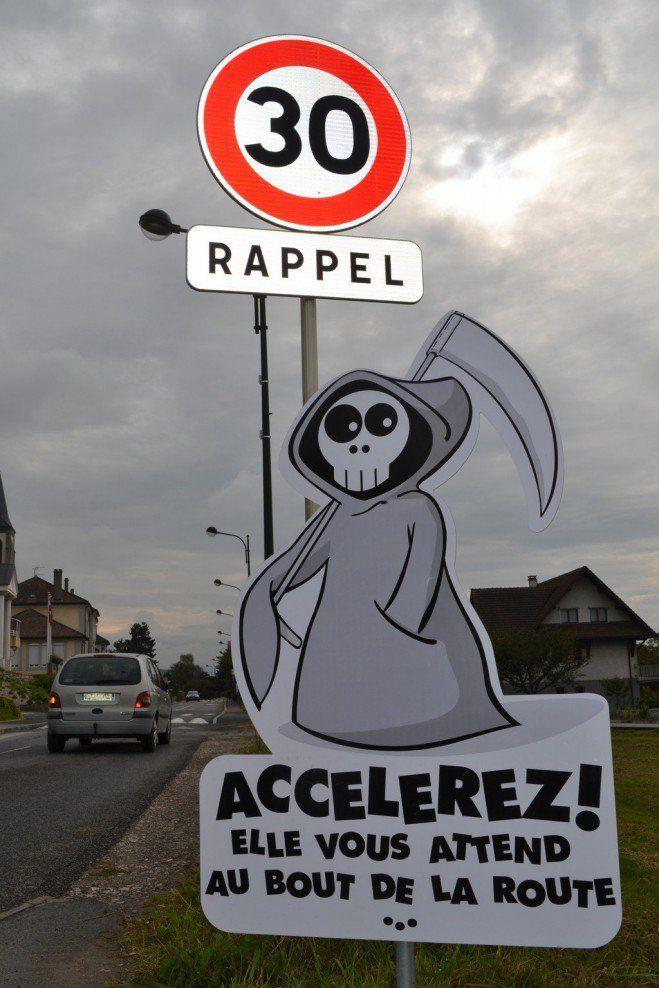 Ce village français crée les panneaux de signalisation les plus stylés du monde !