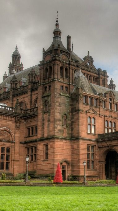 Travel guide for Glasgow, Scotland's biggest city.  What to do, see, and expect on your trip.