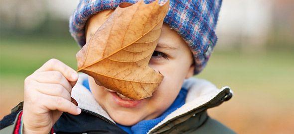 Μην αφήνετε το κρύο να περιορίζει το ελεύθερο παιχνίδι των παιδιών εκτός σπιτιού! Δείτε γιατί είναι τόσο σημαντικό και πώς θα φροντίσετε για την ασφάλειά τους.