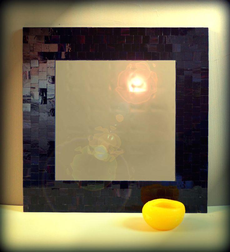 Эксклюзивное настенное зеркало ручной работы.Рамка в мозаичном обрамлении изготовлена с американского витражного стекла.