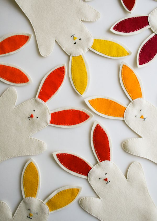 Bunny Hand Puppets, tutorial and printable template.  Cute favor idea!