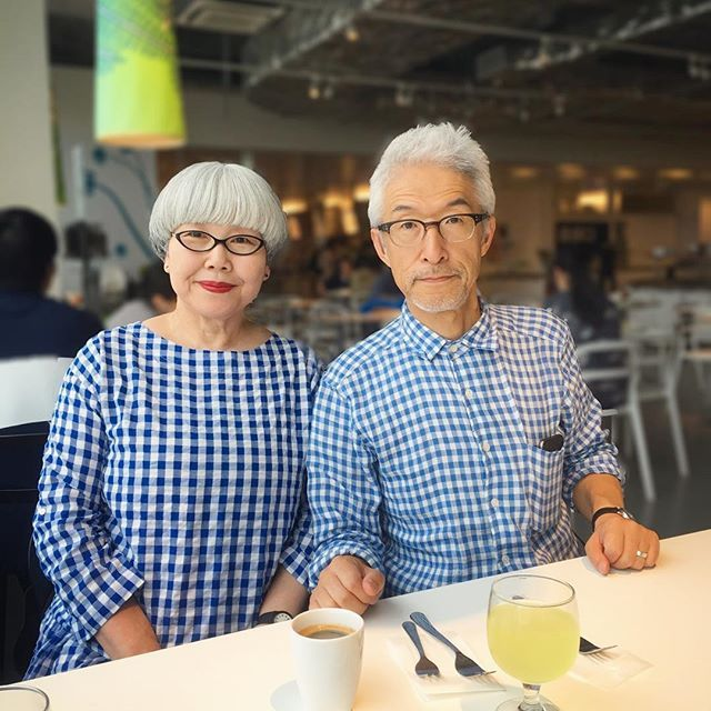 IKEAに行くときは青い服を着たくなります #couple #over60 #fashion #coordinate #outfit #ootd #instafashion #instaoutfit #instagramjapan #whitehair #silverhair #greyhair #夫婦 #60代 #ファッション #コーディネート #グレイヘア #白髪 #共白髪