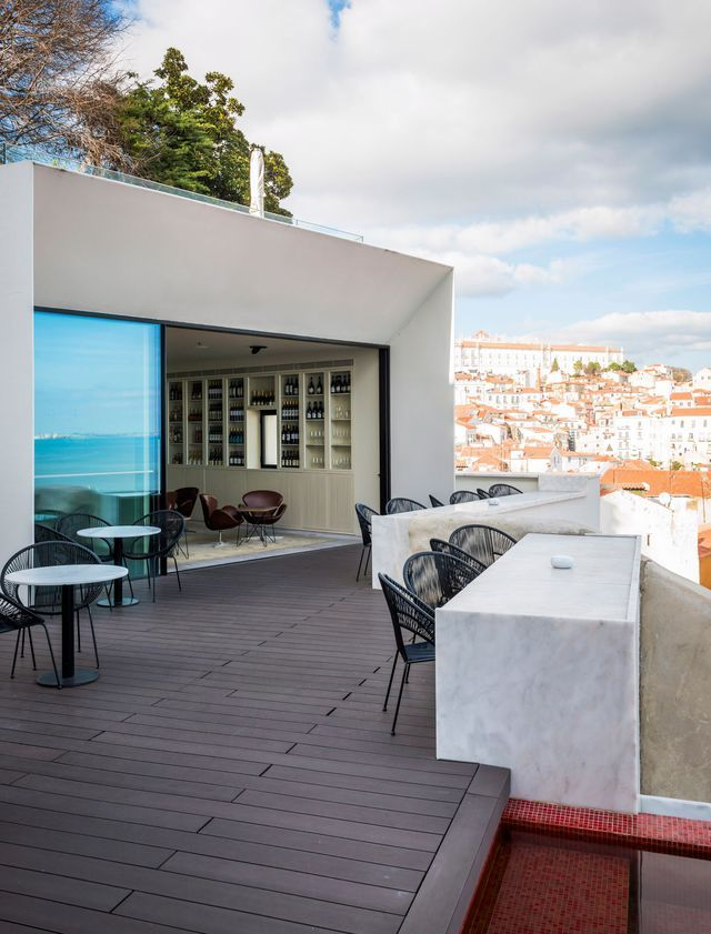 La terrasse de l'hôtel Memmo, dans le quartier de l'Alfama.Lisbon