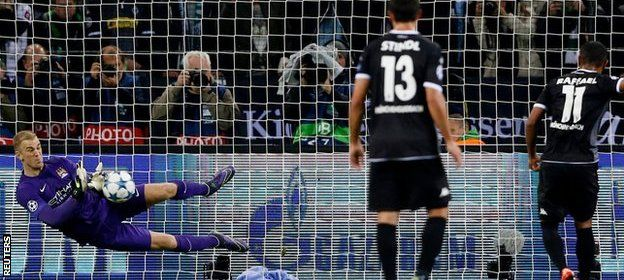 Sergio Aguero's last-minute penalty helped Manchester City fight back to earn a crucial Champions League win at German side Borussia Monchengladbach. Aguero calmly slotted into the corner as City bounced back from defeat by Juventus in their opening Group D tie. City keeper Joe Hart saved a first-half penalty from Raffael but was powerless to stop Lars Stindl precisely side-footing in the opener from 15 yards.