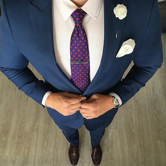 Style is the details. Our Navy Enamel Tie Bar brings this outfit together. Double tap if you agree!