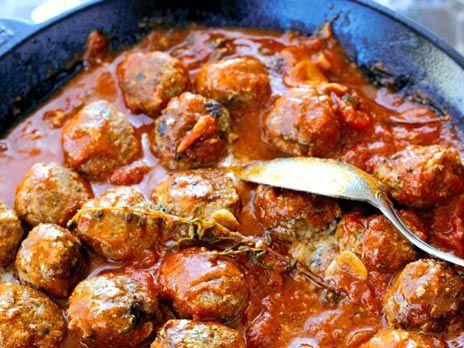 Ett roligare recept på köttbullar som kokas i en läcker tomatsås. Receptet kommer från boken Mina favoriter från Barcelona.