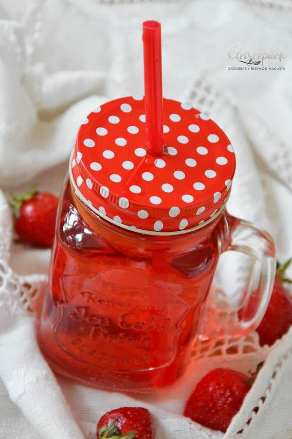 Színes és stílusos: befőttes üvegnek álcázott fedeles poharak szívószállal | Életszépítők
