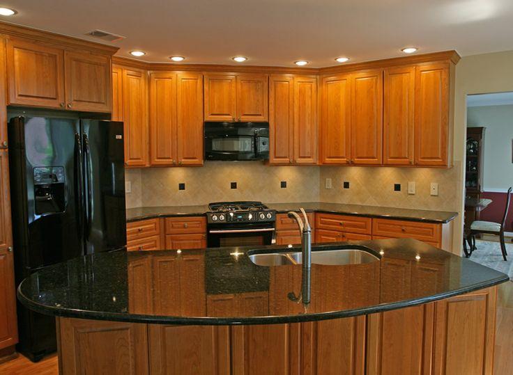 Best 25 kitchen tile backsplash with oak ideas on for Kitchen remodel keeping oak cabinets