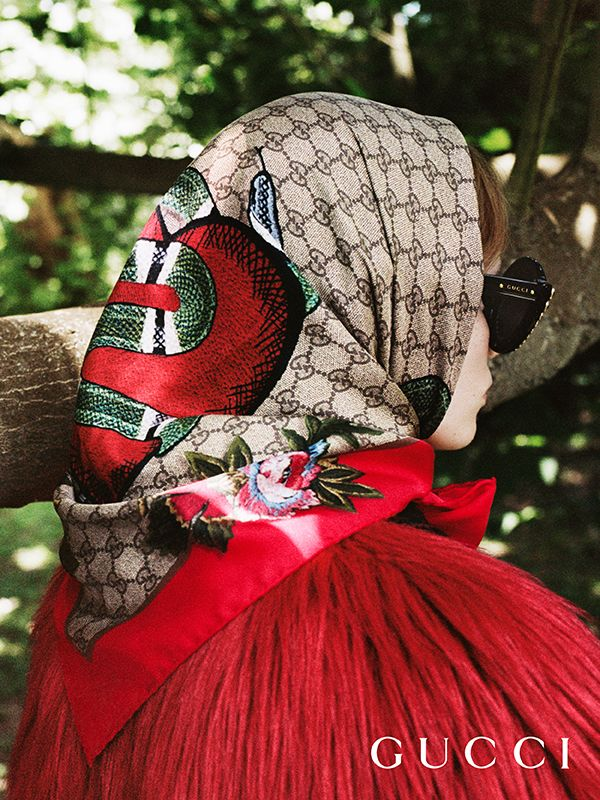Discover more gifts from the Gucci Garden. A new limited edition silk scarf featuring the GG motif and a printed kingsnake, heart and flowers by Alessandro Michele.