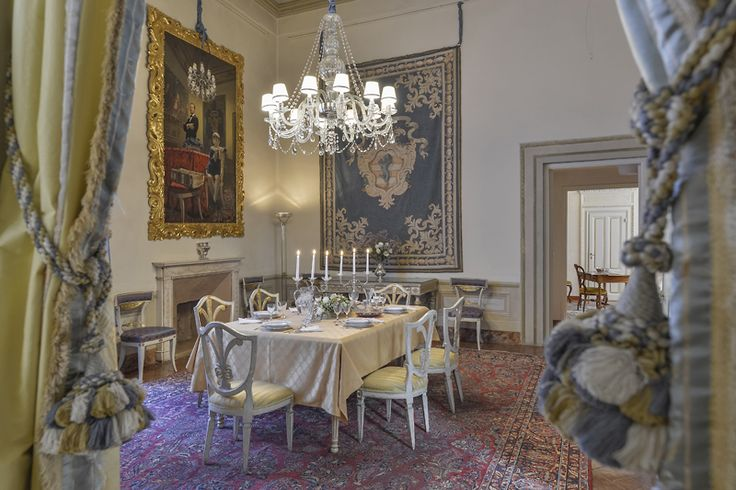 Maggio Palace: Luxury apartment with original frescoed walls located in one of the most elegant and noble palaces of Florence's Oltrarno neighborhood. It can accommodate up to 7 people in 4 bedrooms and 5 bathrooms making it ideal for families or group of friends. #luxury #apartment #accommodation #florence #tuscany #italy #travel