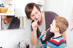 Sicherlich hatten Sie auch schon einmal eine Entzündung im Mund. Sie sind meist langwierig und schmerzhaft. Erfahren Sie hier wie Sie Entzündungen im Mund bekämpfen können.Gründe für Entzündungen im Mund Die Mundflora ist sehr empfindlich, gerade an Zahnfleisch und Gaumen können sich daher kleinste Wunden sehr schnell entzünden. Aber wie können solche Wunden entstehen? Da gibt es viele Mö ...
