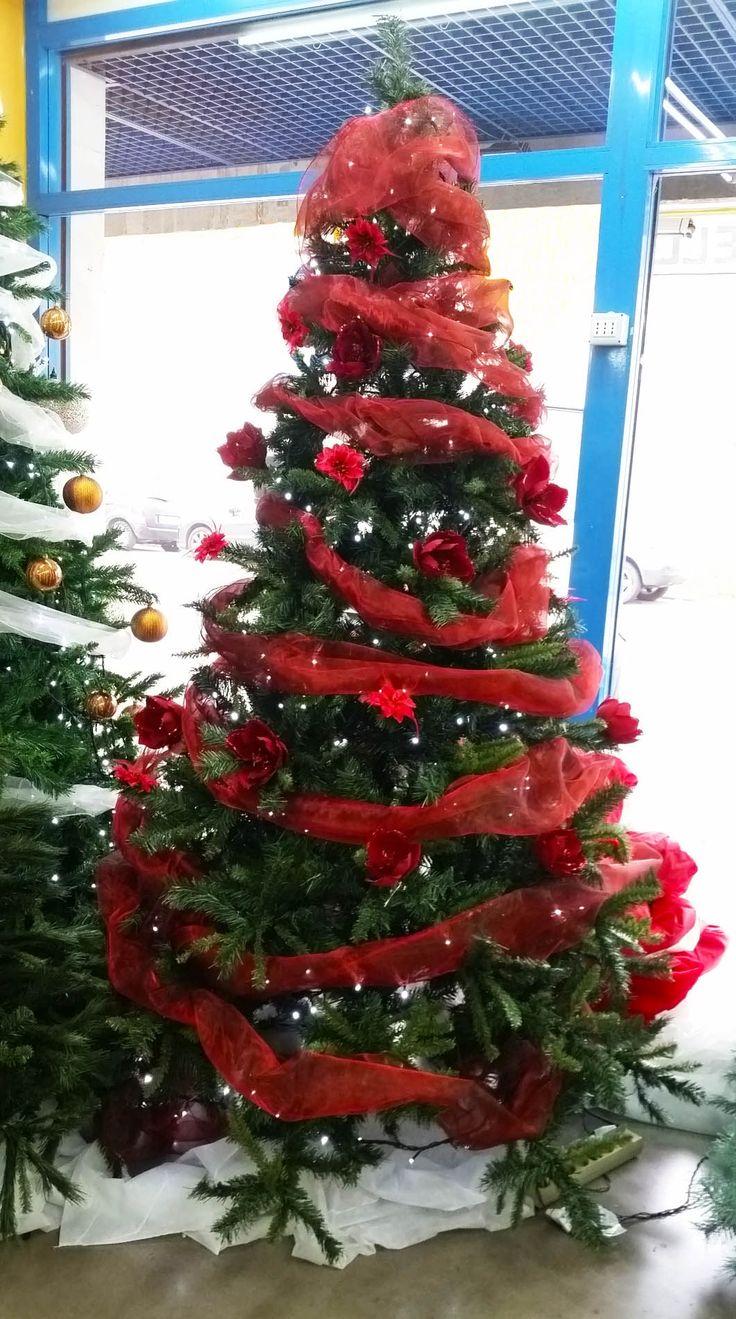 Albero di #Natale 2 metri e 40 cm  a soli 33,99 euro + iva solo questa SOLO QUESTA settimana offerta valida fino al 20 novembre. AFFRETTATI!!