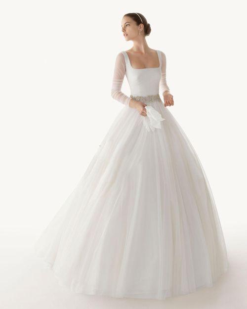 AMORE - luxusní tylové svatební šaty - zvětšit obrázek