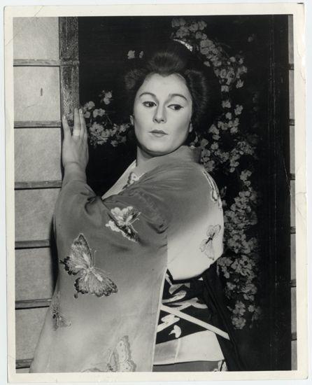 Gilda Cruz-Romo, Soprano mexicana en Madama Butterfly. Colección de Fotografías, Centro de Documentación de las Artes Escénicas del Teatro Municipal de Santiago.