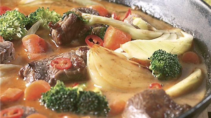 Spicy lammecurry  Nydelig lammegryte med smaker fra Asia. Fennikel, kokosmelk, sitrongress, brunt sukker...mmmmm.  http://www.matprat.no/Oppskrifter/Kos/Spicy-lammecurry/   FØLG meg på Facebook, jeg poster fantastiske ting hver dag  https://www.facebook.com/gulkri Bli med i en av mine supportgrupper for flere oppskrifter, motivasjon, tips og mer! http://www.facebook.com/groups/happystep  - engelsk http://www.facebook.com/groups/hverdagssysler  - norsk/skandinavisk Følg meg på Pinterest; ...