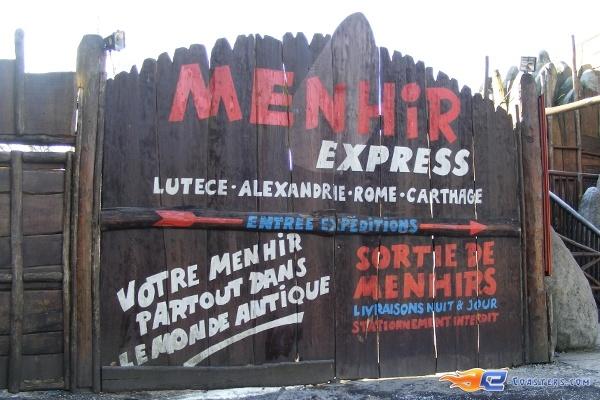 9/10 | Photo de l'attraction Menhir Express située au @ParcAsterix (France). Plus d'information sur notre site www.e-coasters.com !! Tous les meilleurs Parcs d'Attractions sur un seul site web !!