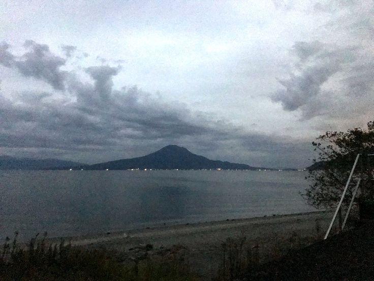 おはようございます(^o^)/  今日の桜島です。 天気は曇り。  新しい一週間が始まりました。  稲葉ジャパン、見事「アジア王者」になりましたね! ホッとしました。  今日も一日、元気に頑張っていきましょう!!!