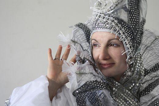 В 2015 году юные зрители смогут лицезреть новый и оригинальный спектакль «Подарок для Снежной Королевы». В ней задействованы известные волшебные персонажи, полюбившиеся многим! Сценарий написали сценаристы театра в Израиле. Вас ждёт увлекательная постановка, предполагающая подключение зала к игре, невероятные эффекты цветомузыки, уносящие далеко-далеко в страну чудес.