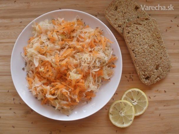 Kapustovo-mrkvový šalát s medom