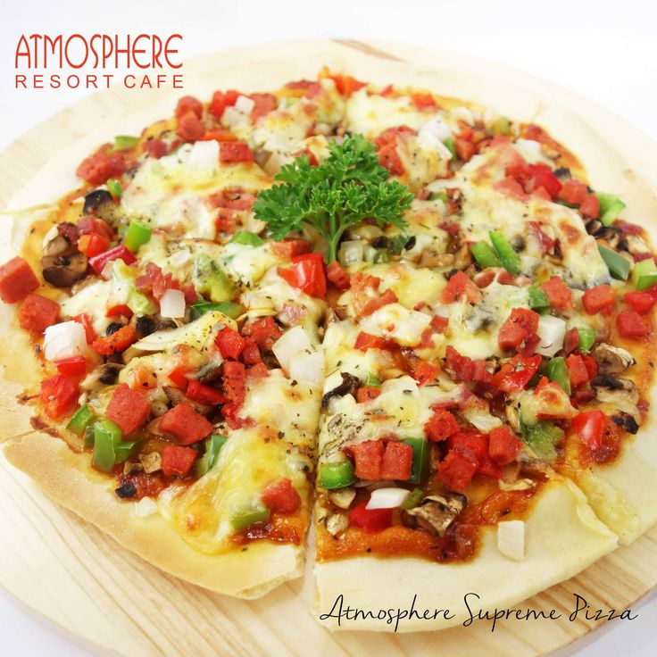 Topped with smoked beef, bratwurst, mushroom, onion, mozarella, green & red paprika with tomato sauce