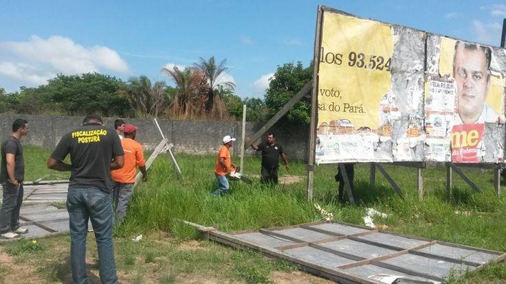 12/01/15 - Marabá, PA - Fiscais retirando outdoors