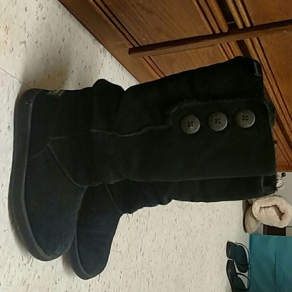 "Sketchers ""Uggs look-alike"" Button up sketchers boots. Used. Fuzzy on the inside. Good condition Shoes"