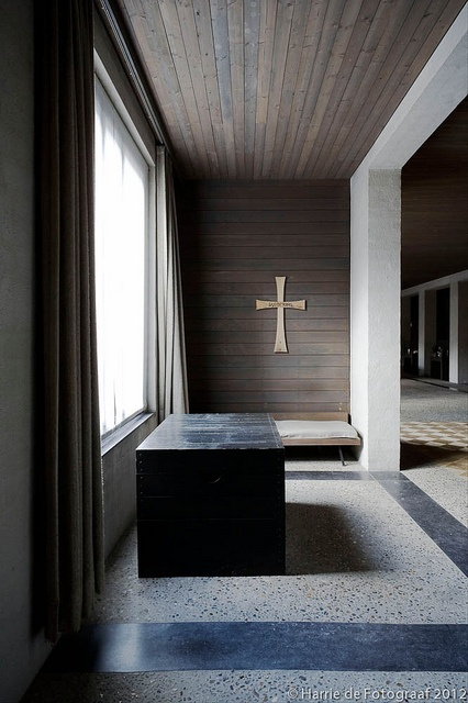One of the 'cella's' surrounding the central living room inside the house of the Dutch 'Bossche School' architect Jan de Jong in Schaik, The Netherlands. The interior show the heavy influence of his master monk-architect dom Hans van der Laan. Photo by Harrie de Fotograaf.