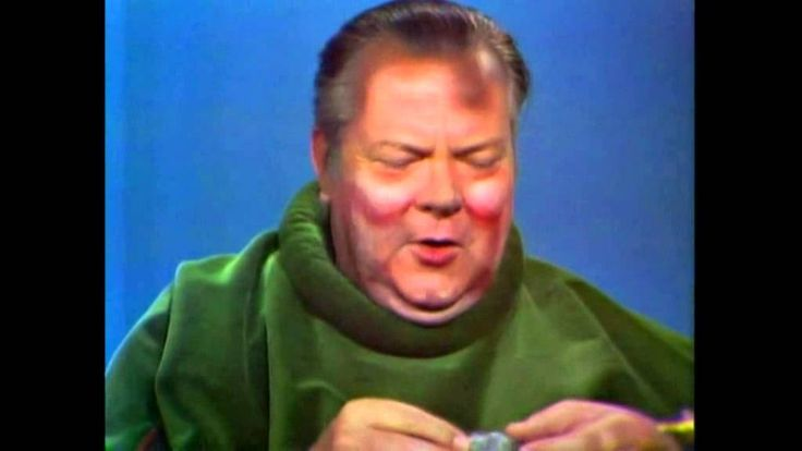 Orson Welles as Falstaff on the Dean Martin show...how wad it once again about greensleeves adn renaissance...;) ? Long Live King !!! his cort and siblims included....HO !.....B&H are just a half tone differente,B&W,shoulder to shoulder / shoulder to armfilt,to be exact...khm ;)...A rib...khm...;)