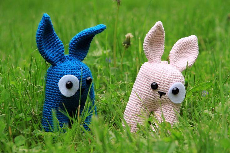 Crochet rabbit. Design by Lanukas: http://www.lanukas.com/2013/09/un-conejito-bipedo.html.