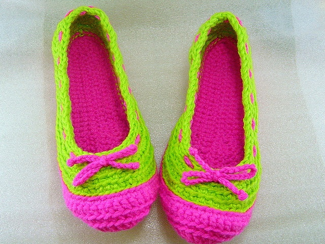 Crochet shoes! Who wouldn't love to get these as a gift?!?