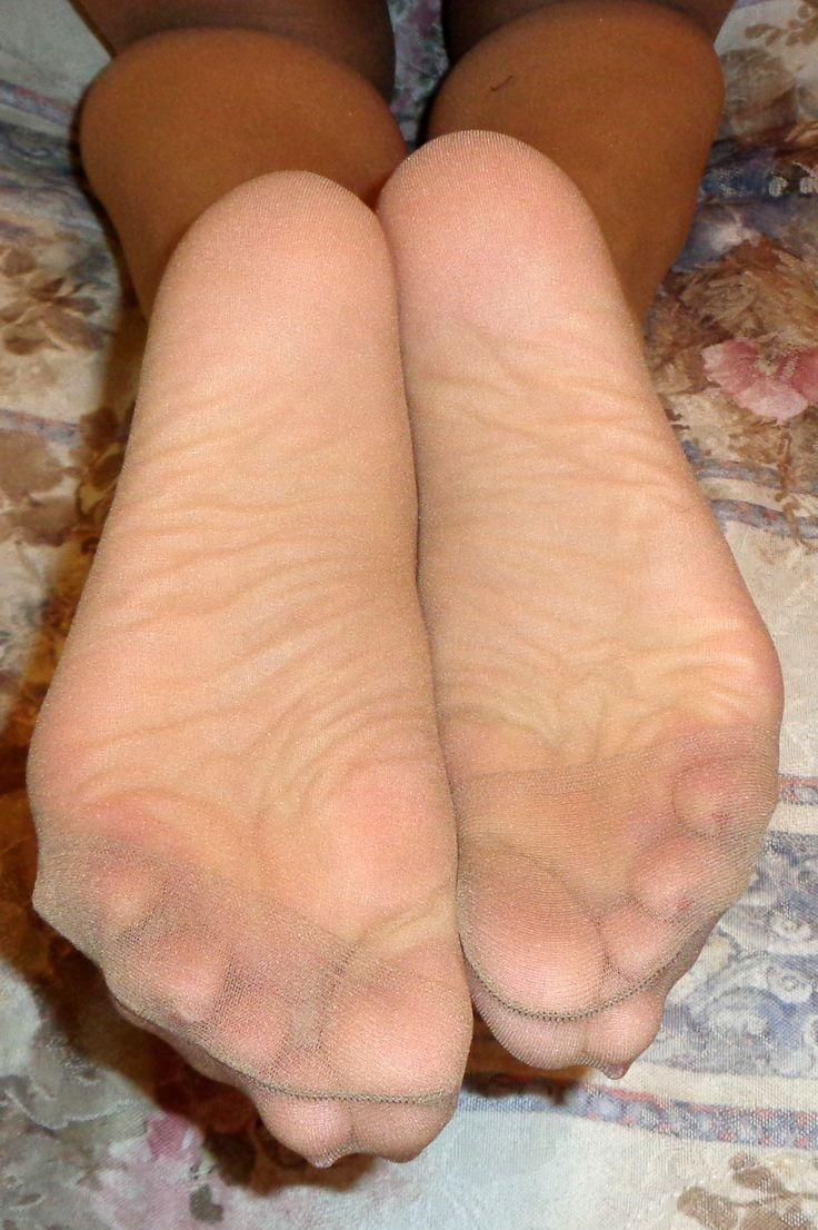 125 Best Pretty Feet In Nylon Images On Pinterest-8022