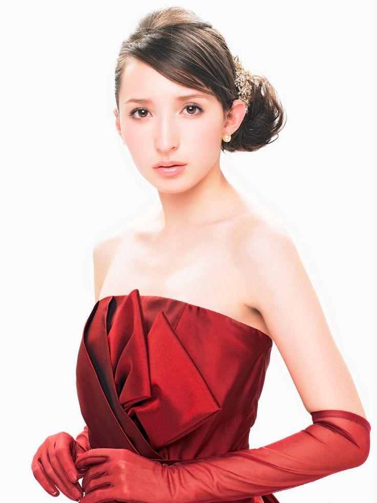 真っ白なウェディングドレスからイメージを変える*華やか〔真っ赤〕なカラードレス8選♡にて紹介している画像