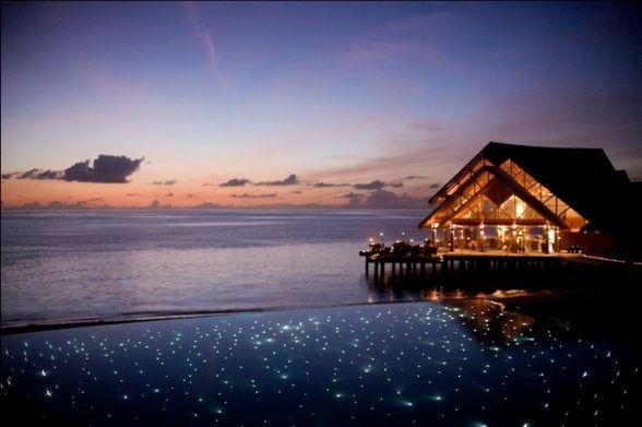 #maldiveclub #honeymoon #maldives #balayıoteli #romantik #AnantaraVeliResortSpa Veli Resort & Spa romantik çiftler için düzenlenmiş tatil merkezidir. Su üstü Villalar ve Okyanus Havuzlu Villalar nefes kesen manzaralarıyla çiftler için tasarlanmıştır. Okyanus Havuzlu Villalarda sizi kimsenin rahatsız edemeyeceği ve göremeyeceği şekilde tasarlanmış özel havuz bulunmaktadır. Ayrıntılı bilgi için web sitemizi ziyaret edebilirsiniz: http://www.maldiveclub.com/anantara-veli-maldivler