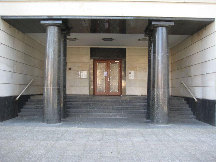 Hermann Henselmann, Hochhaus an der Weberwiese, 1951-52, entrance