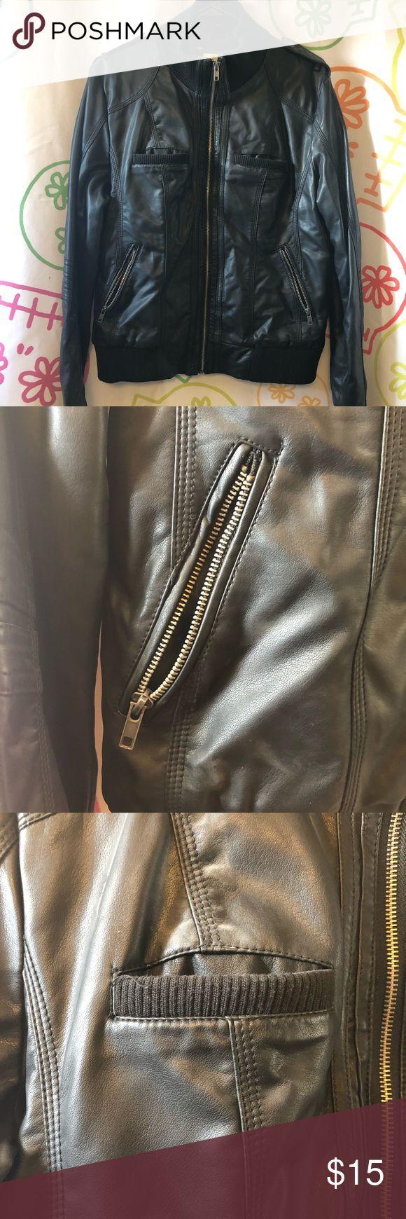 Xhilaration (Zielmarke) Kunstlederjacke Diese Jacke im Motorradstil wurde …  – My Posh Picks