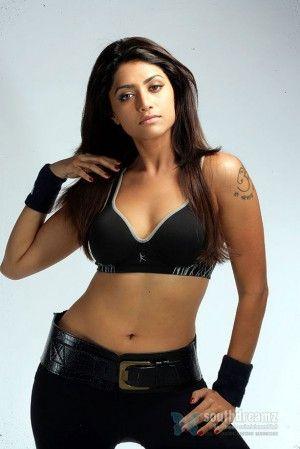 mallu-actress-mamta-mohandas-high-voltage-looks-5