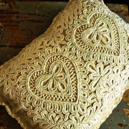 Hungarian embroidery. With lots of pictures for inspiration.