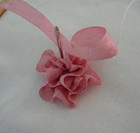 Silk Ribbon Embroidery: Folded Rose / Gathered Combination & more tutorials.