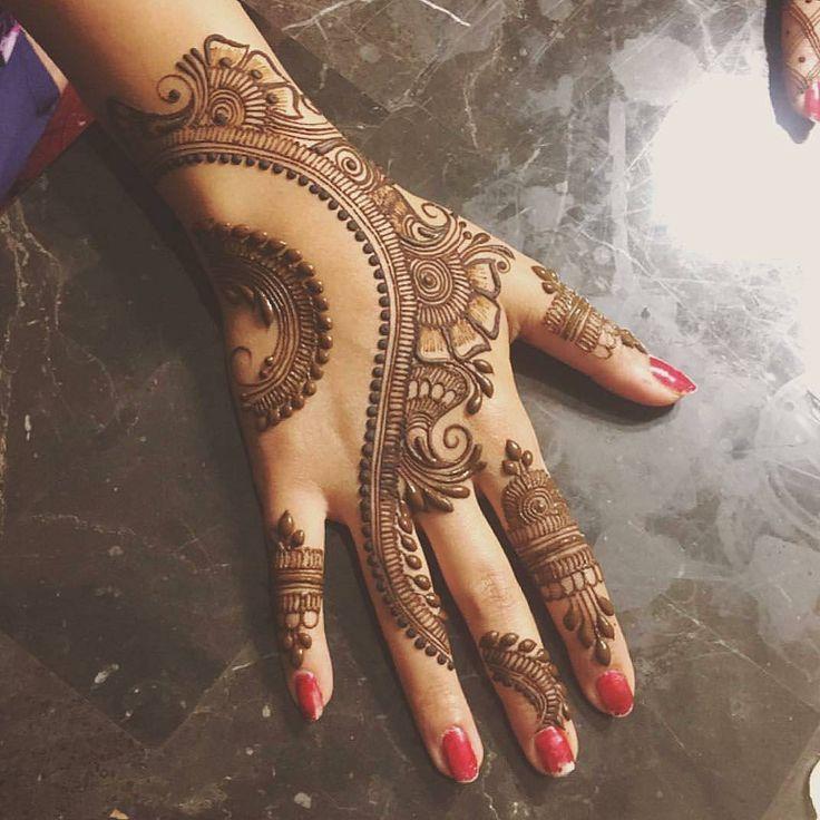 "12.3k Likes, 38 Comments - ✨ Daily Henna Inspiration ✨ (@hennainspo_) on Instagram: ""pretty layout  // by @brooklynhennaco . . . . #henna #mehndi #whitehenna #wakeupandmakeup…"""