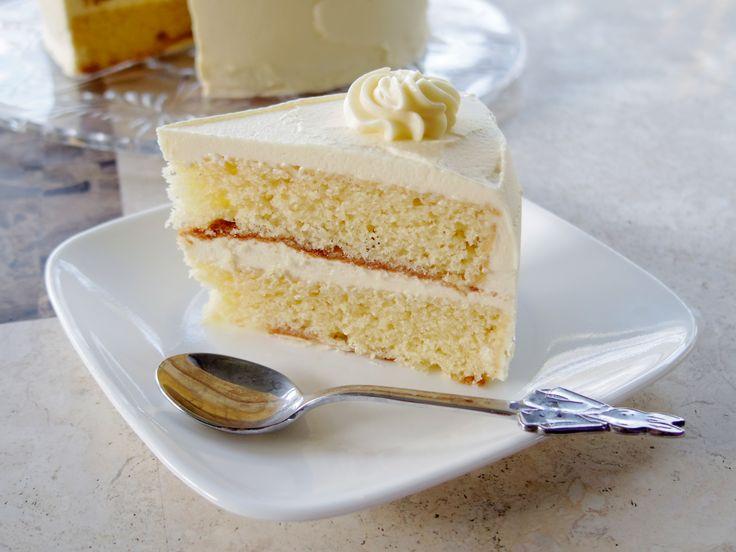 Vanilla Cake Recipe - http://cakesmania.net/vanilla-cake-recipe/