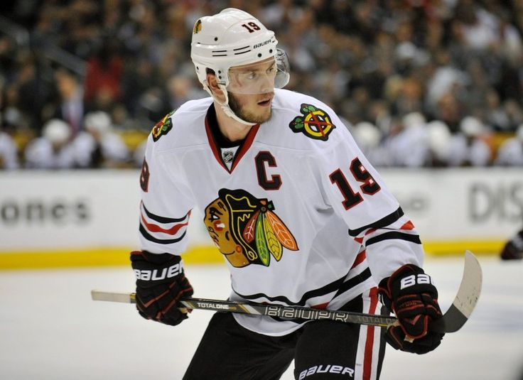 Hockey News: Jonathan Toews Hurting; Babcock Staying in Detroit? - http://thehockeywriters.com/hockey-news-jonathan-toews-hurting-babcock-staying-in-detroit/